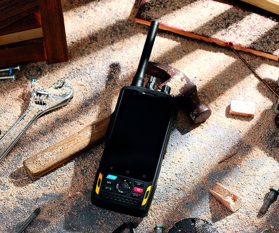 Smartphone con Walkie RG760